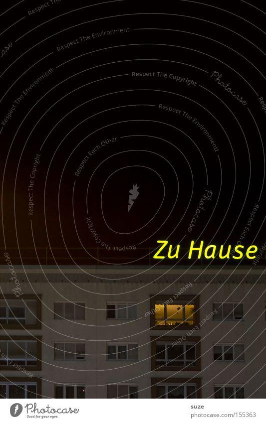 Gute Nacht Stadt Haus gelb Fenster Wohnung Fassade Schriftzeichen leuchten Typographie Leipzig Wohnzimmer Plattenbau Wohnhochhaus Leuchtreklame