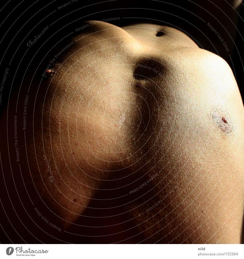 war ja klar Akt Mann nackt dünn Brust Brustwarze Lichteinfall Anatomie Brustkorb unsportlich