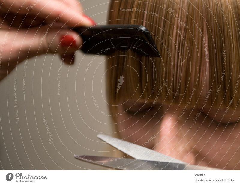 Coiffeur Frau Gesicht Erwachsene Haare & Frisuren elegant Ordnung ästhetisch authentisch rein Vertrauen Konzentration Dienstleistungsgewerbe Friseur Friseursalon Pony geschnitten