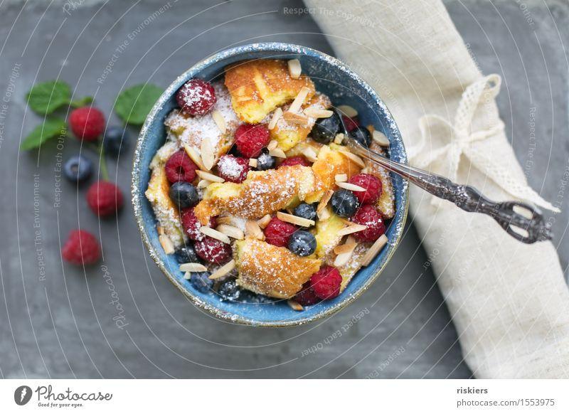 Kaiserschmarrn mit Waldbeeren Essen Lebensmittel Frucht frisch Ernährung Kochen & Garen & Backen einfach lecker Süßwaren Duft Dessert Schalen & Schüsseln