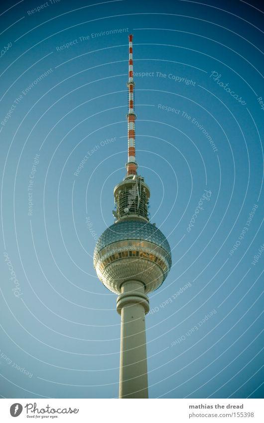 GROßER BRUDER Himmel blau schön Berlin hoch Turm Idylle Kugel Denkmal Wahrzeichen mystisch Berlin-Mitte Berliner Fernsehturm Fernsehturm Alexanderplatz Funkturm