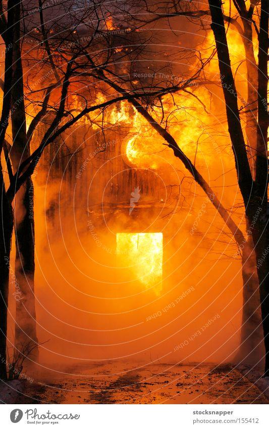 alt Haus Gebäude Brand heiß brennen Flamme heizen Kriminalität Brandstiftung