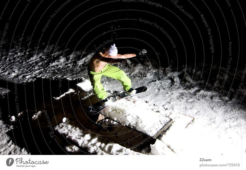 backside boardslide | sour cream and onion Mann kalt Schnee Stil springen Freizeit & Hobby Aktion Tisch frieren Snowboard Wintersport Freestyle Nachtaufnahme