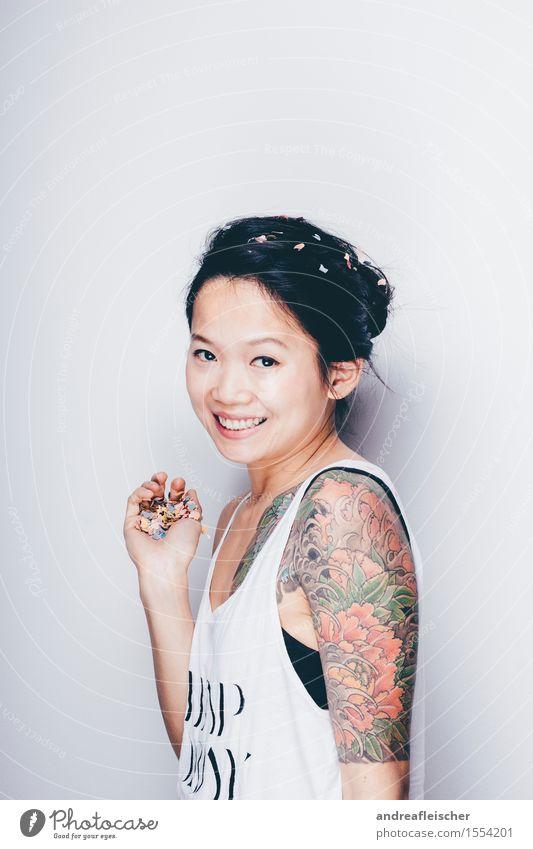 Konfetti ist das neue Schwarz 03 Mensch Jugendliche schön Junge Frau Blume 18-30 Jahre Erwachsene lustig natürlich feminin hell 13-18 Jahre Lächeln niedlich Coolness T-Shirt