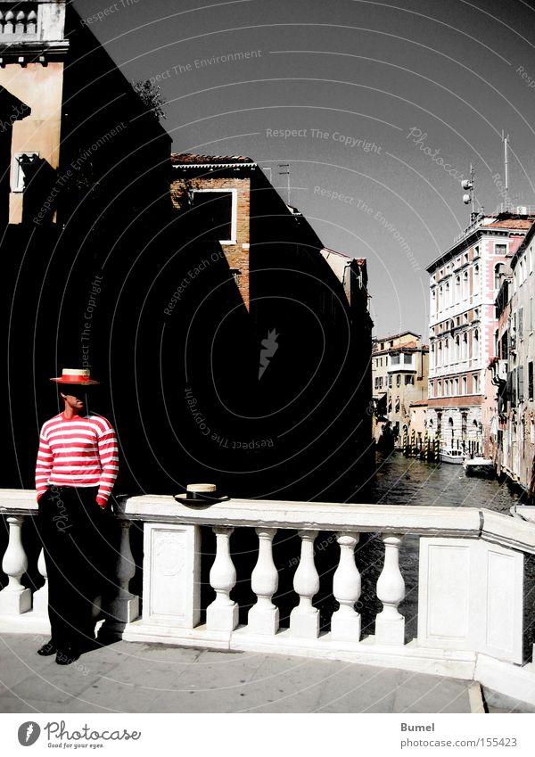 Ruhepause Mann Ferien & Urlaub & Reisen ruhig Italien warten Brücke Hut Venedig Kanal Städtereise Gondoliere