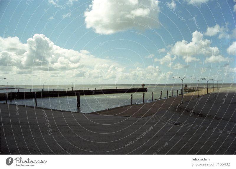 Wolkenbad Ferne Strand Meer Himmel Horizont Sommer Wetter Wind Küste Nordsee Hafen Hoffnung Sehnsucht Einsamkeit Steg Anlegestelle Farbfoto Außenaufnahme Tag