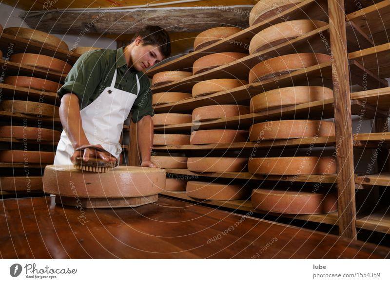 Käsepflege Lebensmittel Milcherzeugnisse Ernährung Arbeit & Erwerbstätigkeit Arbeitsplatz Landwirtschaft Forstwirtschaft 1 Mensch 18-30 Jahre Jugendliche