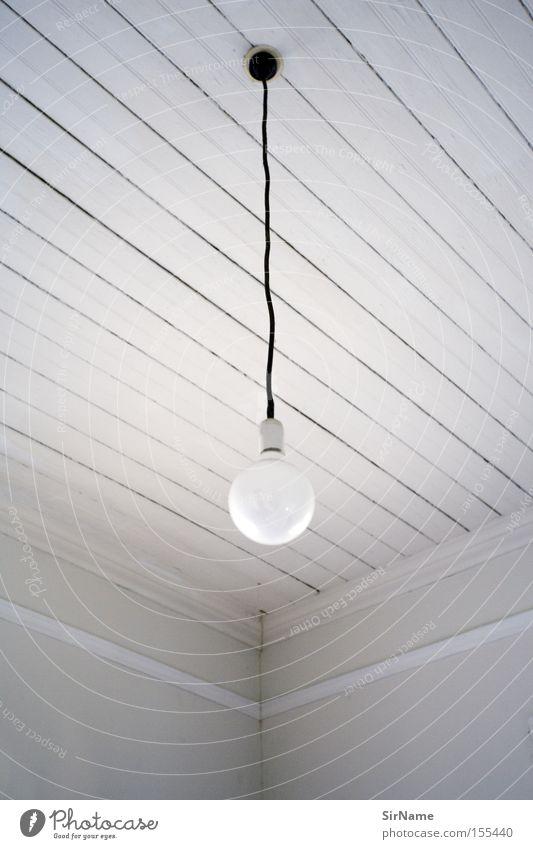 59 [light room] Lampe Raum Wohnzimmer weiß Decke Zimmerdecke Deckenlampe Holzdecke Glühbirne Hängelampe formal Composing suggestiv Suggestion Schwarzweißfoto