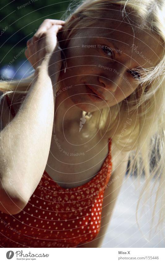 Sommer II Frau Jugendliche schön Junge Frau rot Freude 18-30 Jahre Gesicht Erwachsene lachen Haare & Frisuren Zufriedenheit blond Warmherzigkeit Kleid