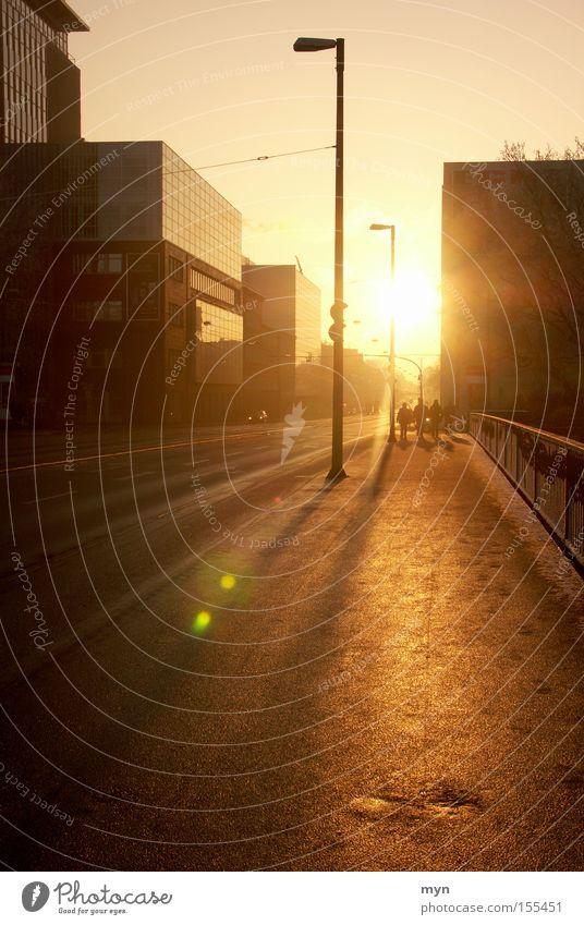 Wintersonne II Freude Glück schön Sonne Mensch Stadt Verkehrswege Stimmung Zufriedenheit Lebensfreude ästhetisch Sonnenuntergang Bremen Laterne Abenddämmerung