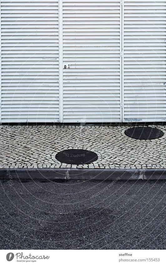 linien und punkte Straße Linie Asphalt Punkt Bürgersteig Fußweg Kopfsteinpflaster graphisch Bildausschnitt Bordsteinkante Fassadenverkleidung