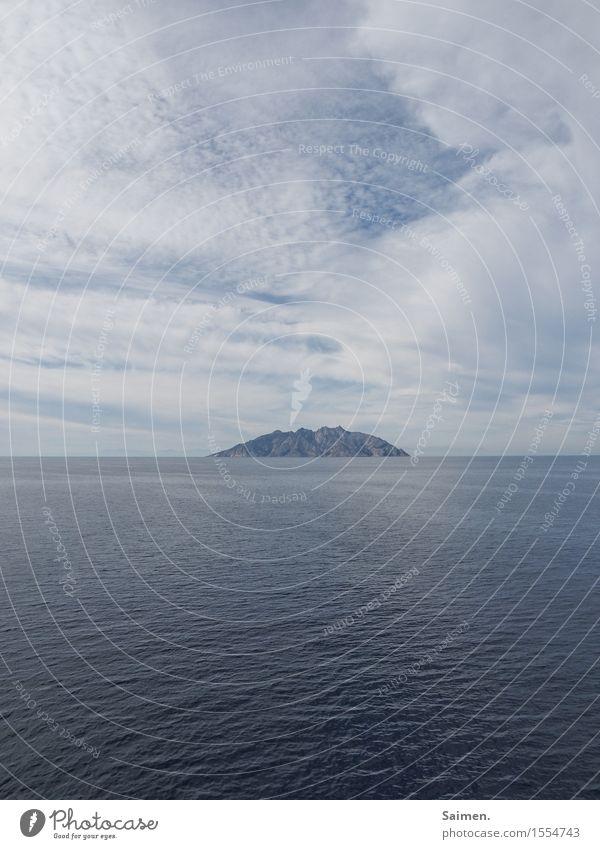 kleine Insel Umwelt Natur Landschaft Urelemente Himmel Wolken Sommer Klima Felsen Küste Meer Farbfoto Gedeckte Farben Außenaufnahme Menschenleer