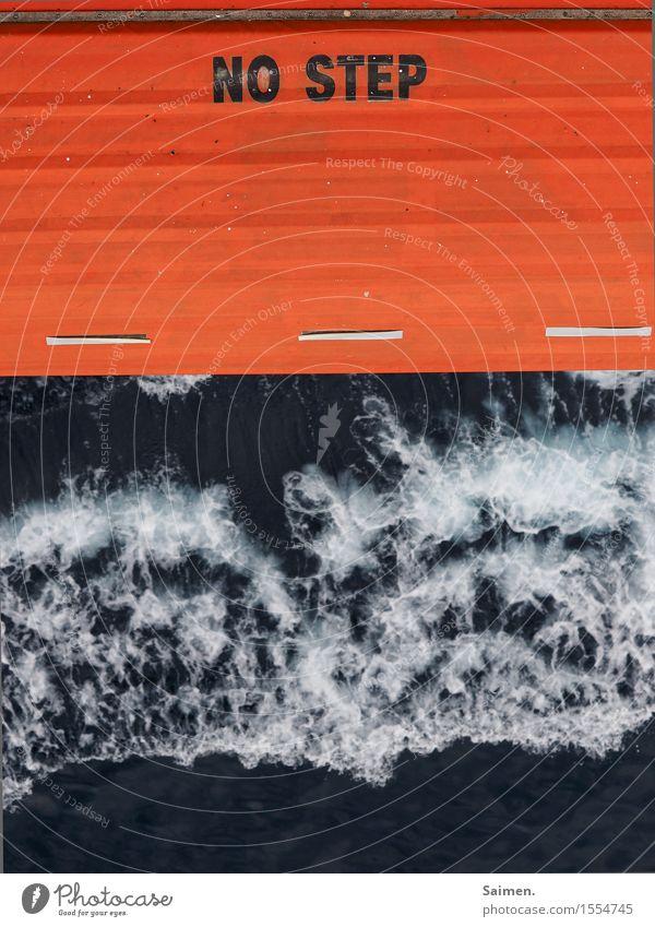 besser ist das... Wasser Sommer Wellen Meer maritim Beiboot Warnhinweis Wasserfahrzeug Sicherheit orange Schriftzeichen Farbfoto Außenaufnahme Menschenleer Tag