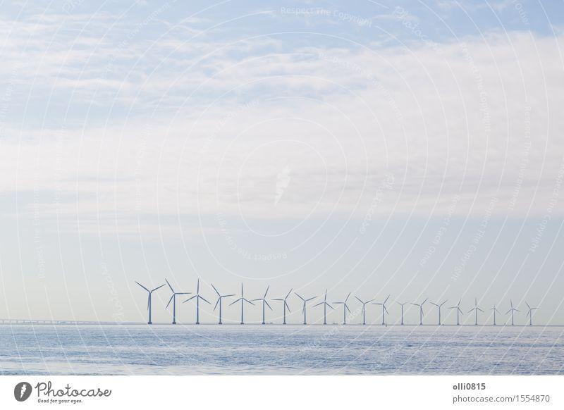 Dunst der Windkraftanlagen morgens Meer Technik & Technologie Umwelt Natur Landschaft Kopenhagen Dänemark Linie Energie innovativ Umweltschutz Europa alternativ