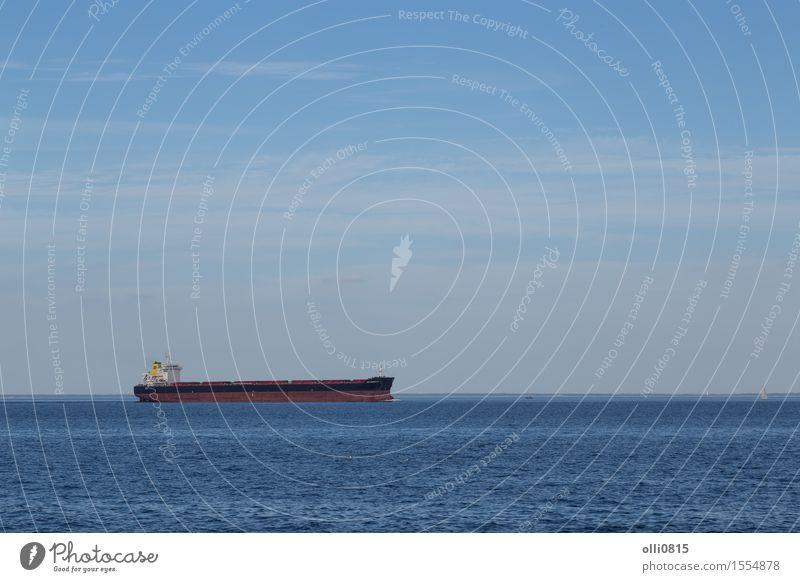 Containerschiff Segeln Meer Business Wasserfahrzeug Horizont Verkehr Industrie Güterverkehr & Logistik Wirtschaft Skandinavien Dänemark international Ware