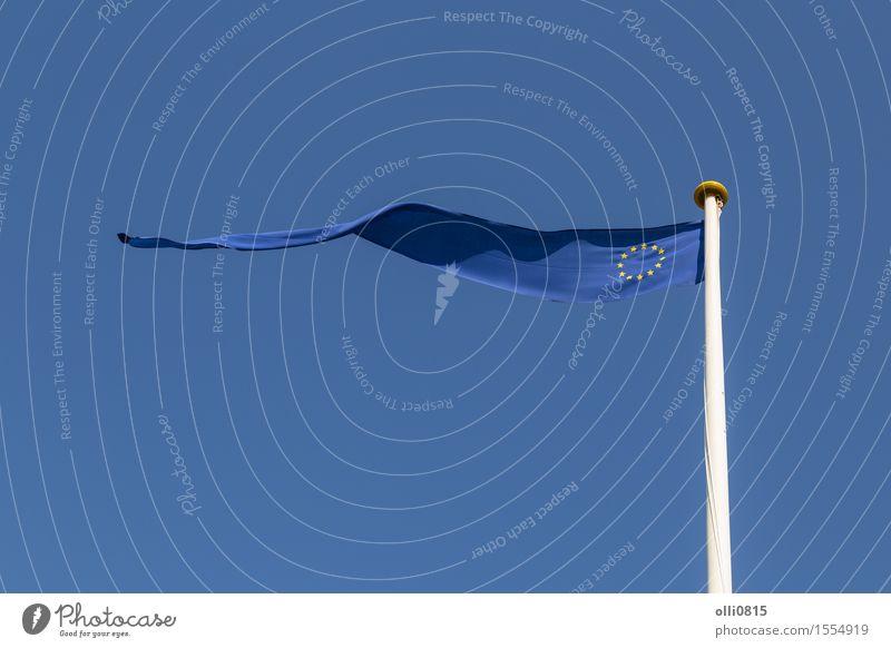 Europäische Flagge Sommer Feste & Feiern Erde Himmel Wolken Wind Fahne dünn lang blau Selbstständigkeit Europa Blauer Himmel Wolkenlandschaft ausschneiden