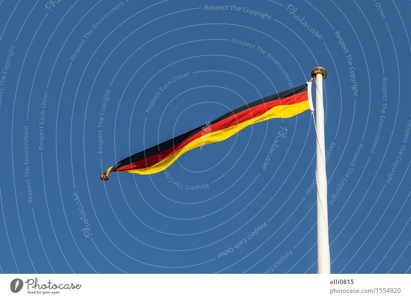 Deutsche Flagge Himmel Sommer rot Wolken Feste & Feiern Deutschland Erde Wind Europa Streifen Symbole & Metaphern dünn Fahne lang Fahnenmast