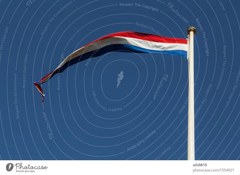 Niederländische Flagge Himmel Sommer weiß Wolken Feste & Feiern Erde Wind Europa Streifen Symbole & Metaphern dünn Fahne lang Fahnenmast Selbstständigkeit