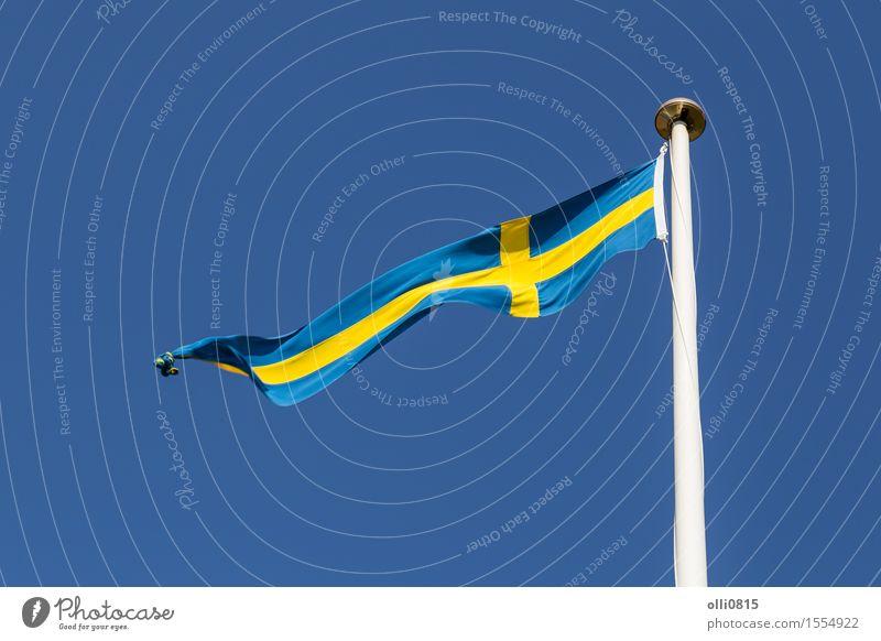 Schwedische Flagge Himmel blau Sommer Wolken Feste & Feiern Erde Wind Europa Symbole & Metaphern dünn Fahne lang Fahnenmast Blauer Himmel Schweden