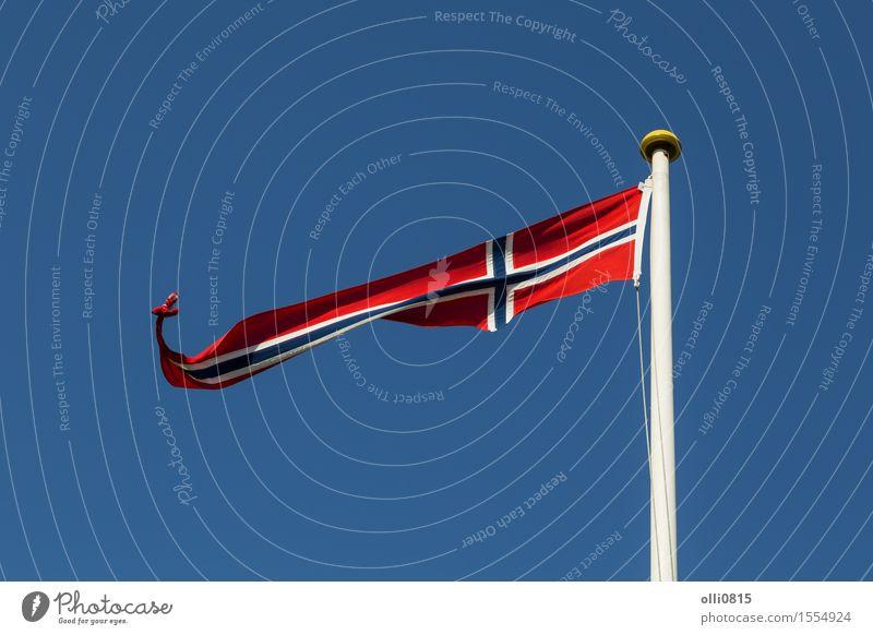 Norwegische Flagge Himmel blau Sommer Wolken Feste & Feiern Erde Wind Europa Symbole & Metaphern dünn Fahne lang Fahnenmast Blauer Himmel Norwegen