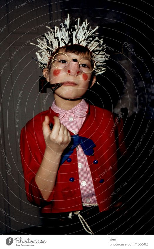 Mecki Igel Karneval Kind Spielen selbstbewußt alt verkleiden imitieren Freude Maske Trillerpfeife Stachel Nase
