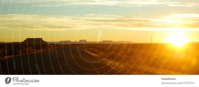 Like Lucky Luke... Sonnenuntergang Himmel Wolken Ferien & Urlaub & Reisen Reisefotografie Silhouette unterwegs Fernweh Wohnmobil Amerika Horizont schwarz rot