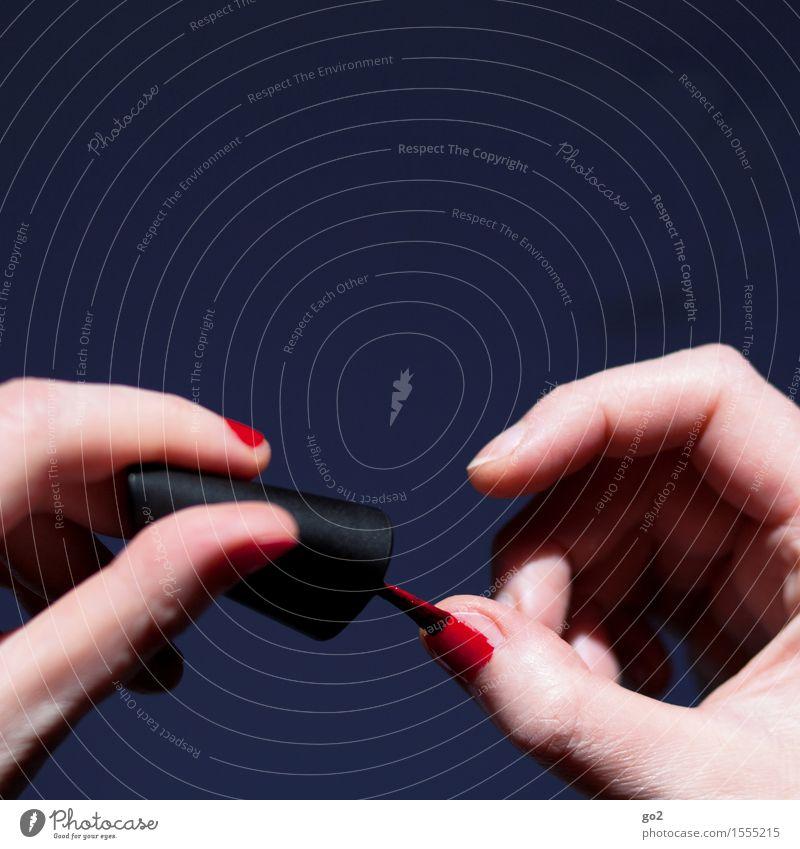 Nagellack Lifestyle schön Körperpflege Maniküre ausgehen Mensch feminin Frau Erwachsene Leben Hand Finger 1 rot Farbe Farbfoto Innenaufnahme Menschenleer
