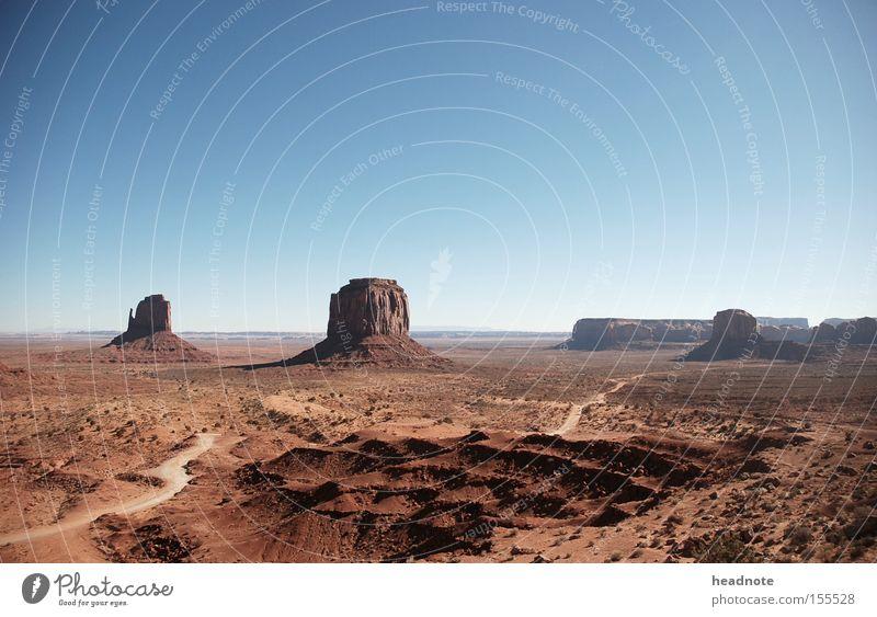 Monument Valley Felsen Himmel Wolken Ferien & Urlaub & Reisen Reisefotografie unterwegs Fernweh Wohnmobil Amerika Horizont Indianer Wüste USA Erde Sand