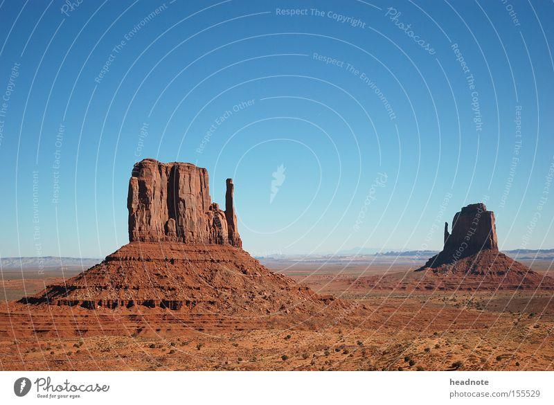 Monument Valley – 2 Buttes Himmel Ferien & Urlaub & Reisen Wolken Sand Horizont Felsen Erde USA Reisefotografie Wüste Amerika Fernweh unterwegs Wohnmobil