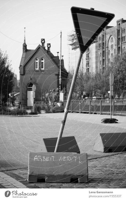 Achtung: 'Arbeit nervt' Graffiti Berlin Stein Angst Verkehr Schilder & Markierungen Schriftzeichen Hinweisschild Zeichen Stress Sorge Frustration Straßenverkehr