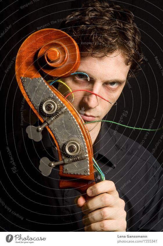 Mann mit Kontrabass Musik Bassist Musiker maskulin Erwachsene 1 Mensch 18-30 Jahre Jugendliche Saiteninstrumente Hemd brünett ästhetisch fest seriös braun Kraft
