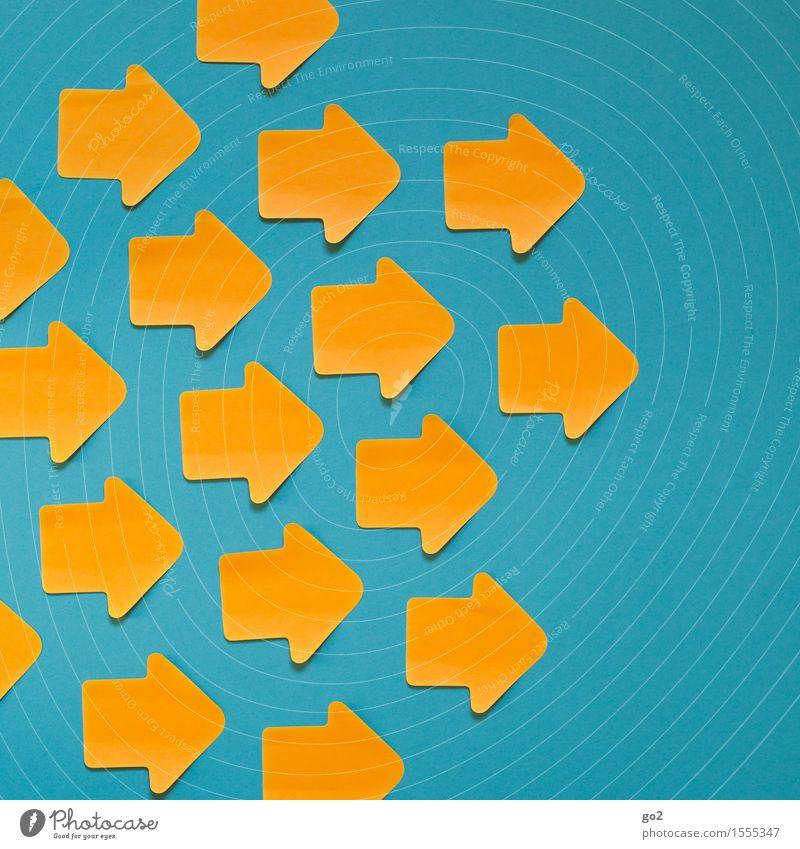 Nach rechts blau gelb sprechen Bewegung orange Schilder & Markierungen Erfolg Hinweisschild Zeichen planen Ziel viele Team Zusammenhalt Pfeil türkis