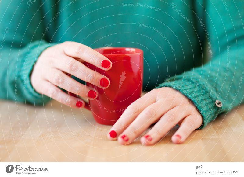 Pause Getränk trinken Heißgetränk Kaffee Tee Tasse Becher Maniküre Nagellack harmonisch Wohlgefühl Erholung ruhig Tisch Mensch feminin Frau Erwachsene Leben