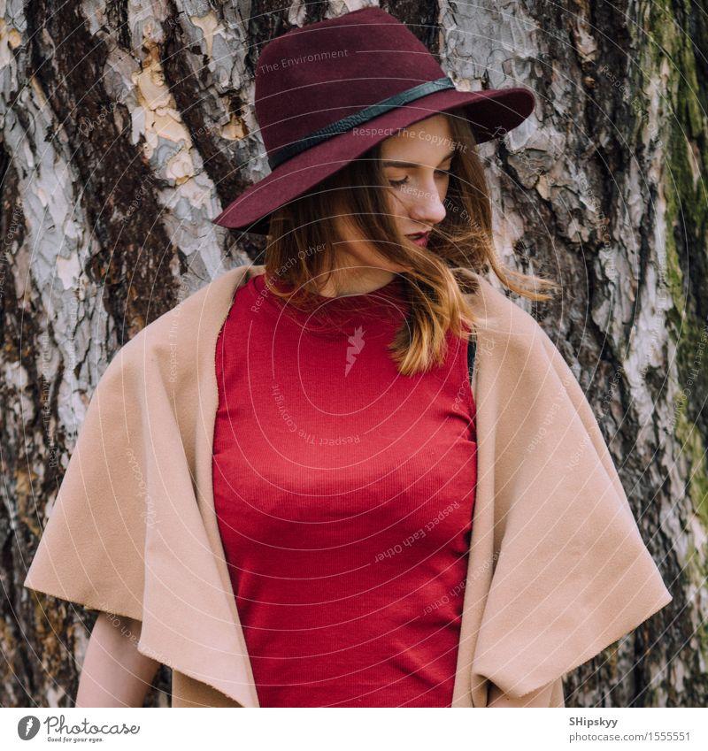Mensch Frau Natur schön weiß Blume Erotik rot Mädchen schwarz Erwachsene Stil Garten Mode Park Wetter