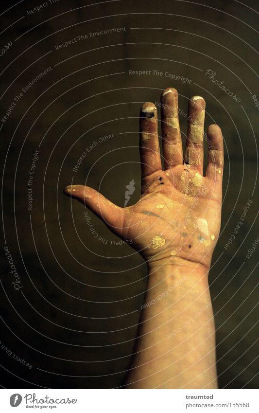 Take Five Hand Daumen Finger gestikulieren dreckig Wand Hautfalten Arme Mittelfinger Faust Ringfinger Zeigefinger Gelenk Lebenslinie Konzentration Makroaufnahme
