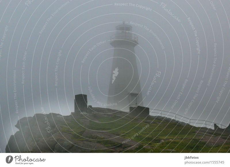 lighthouse Umwelt Natur Landschaft Himmel Wolken Wetter schlechtes Wetter Sturm Nebel Gras Hügel Berge u. Gebirge Stimmung Leuchtturm Leuchtfeuer Signal
