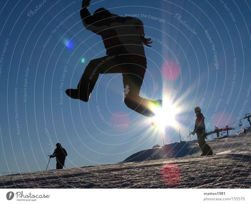 Walking on sunshine Sonne Winter Ferien & Urlaub & Reisen Skifahren Freude springen aufsteigen durchdrehen Schnee Sport Spielen fliegen Gegenlicht