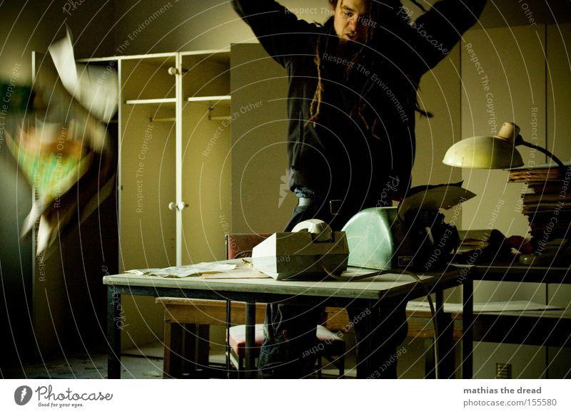SCHATZ ICH BLEIB HEUTE LÄNGER IM BÜRO PART IX Mann dunkel Fenster Büro Business verfallen Schreibtisch Müdigkeit Stress schäbig Management Arbeit & Erwerbstätigkeit Schrank Büroangestellte Schreibmaschine Technik & Technologie
