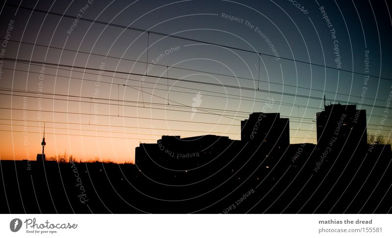 SCHÖNER GUCKEN Berliner Fernsehturm Alexanderplatz Berlin-Mitte Wahrzeichen Kugel Stadt schön Idylle Himmel Silhouette Sonnenuntergang rot Hochspannungsleitung