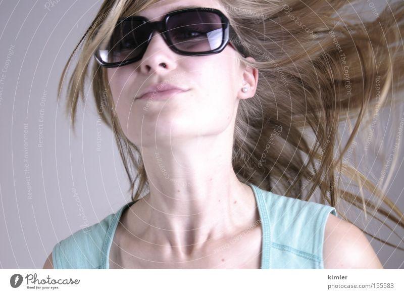 Haar in die Luft schön Sommer Brille Bewegung lachen Haare & Frisuren Mund Model offen Sonnenbrille Gesicht Leichtigkeit