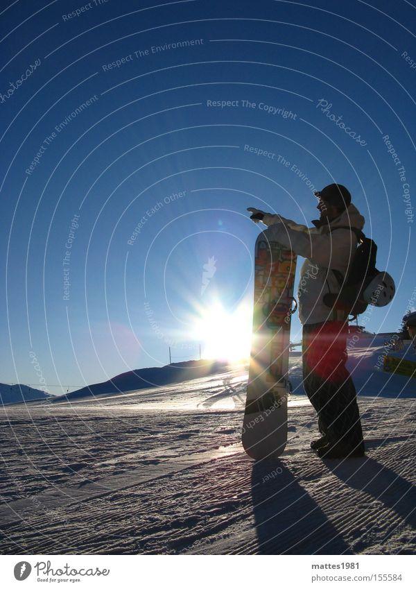 Snowboarder Mensch Ferien & Urlaub & Reisen Jugendliche Sonne Winter 18-30 Jahre Erwachsene Sport maskulin Körper stehen genießen festhalten zeigen