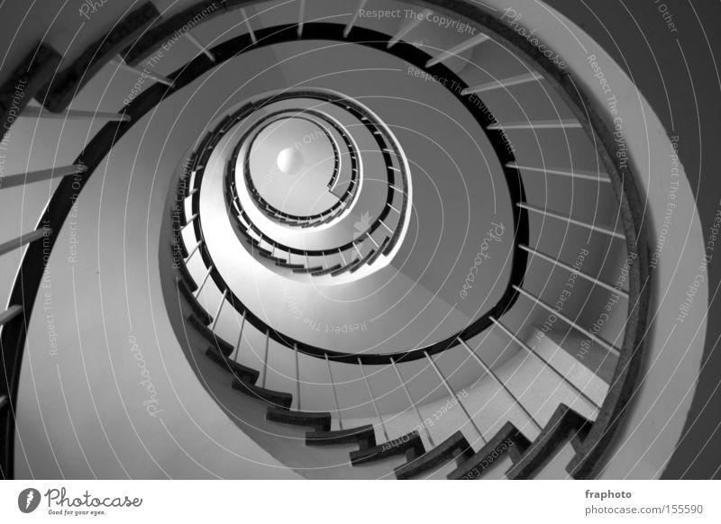 Treppenhausspirale Haus Architektur hoch Treppe rund Geländer Tiefenschärfe