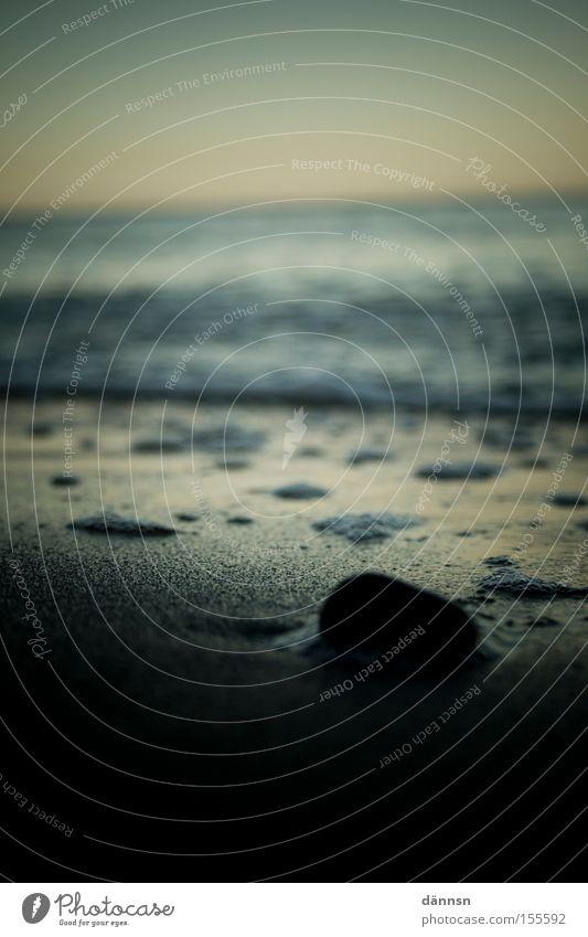 Ein Tag am Meer I Meer Strand dunkel Stein Wellen Ostsee Rauschen Mecklenburg-Vorpommern Ahrenshoop