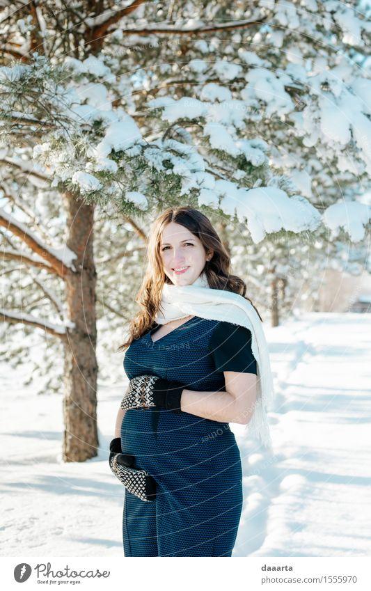 Das baby ist auf dem weg Natur Jugendliche Pflanze Junge Frau Baum Freude Winter Erwachsene Leben Liebe Gefühle Schnee feminin Stil Lifestyle