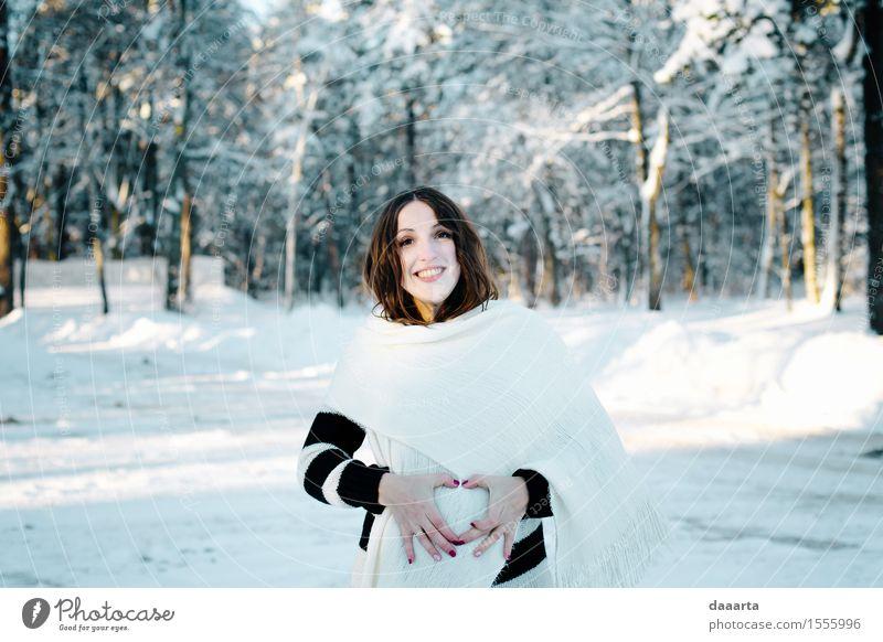 Natur Jugendliche Junge Frau Freude Winter Wald Erwachsene Wärme Leben Liebe Schnee feminin Stil Lifestyle Familie & Verwandtschaft Garten