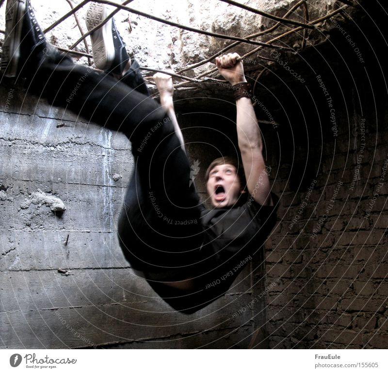 Gefangen Mann Einsamkeit Angst Erwachsene Klettern schreien gruselig Verzweiflung gefangen Panik Bergsteigen Schwäche Stab Justizvollzugsanstalt Mensch