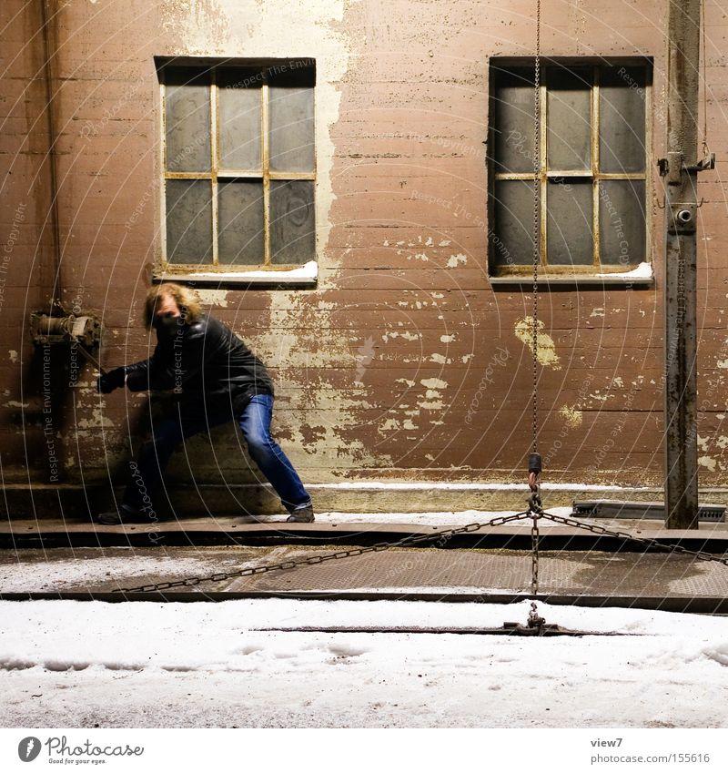 Bodenluke Mann Aktion Industrie Industriefotografie drehen machen Arbeiter Schicksal aufmachen Schauspieler Schichtarbeit Mensch ausbreiten driften senken