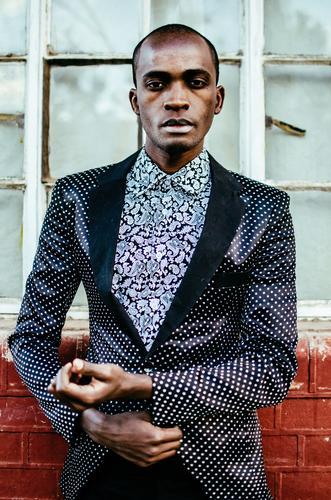 I see right through you. Lifestyle elegant Stil Design exotisch Mensch maskulin Junger Mann Jugendliche 1 Mode Bekleidung Hemd Anzug ästhetisch trendy modern