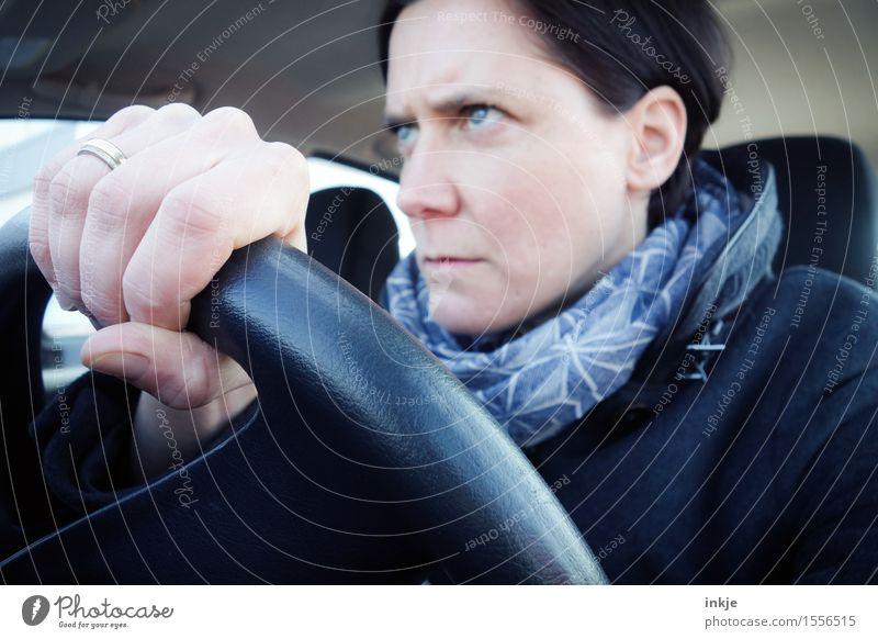 Drängler Mensch Frau Hand Gesicht Erwachsene Leben Gefühle Lifestyle Freizeit & Hobby PKW Verkehr Wut Konzentration Stress Autofahren Straßenverkehr