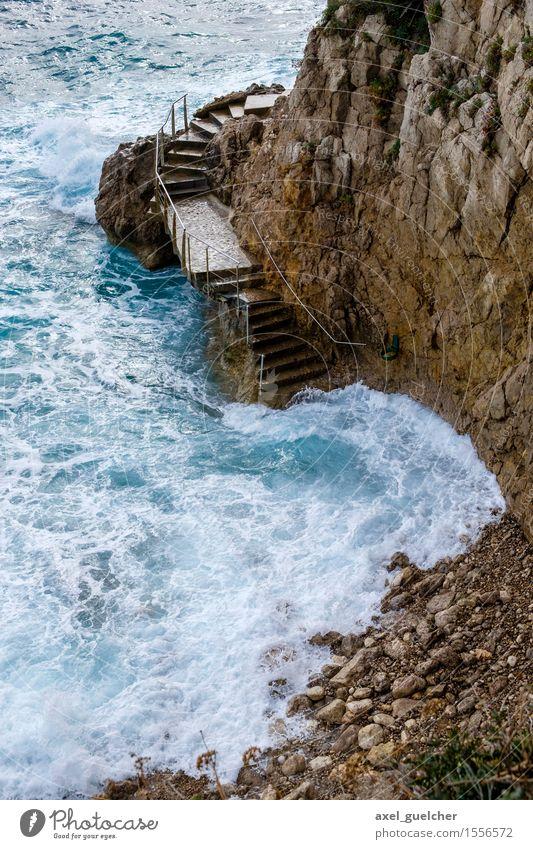 Coast in Monaco Natur Ferien & Urlaub & Reisen blau Sommer Wasser Meer Landschaft Strand Umwelt Küste braun Zusammensein Tourismus Treppe Wellen Kraft
